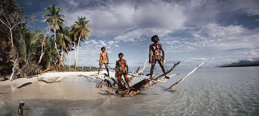 21 Stunning Pictures Of Isolated Tribes From All Around The Globe 10